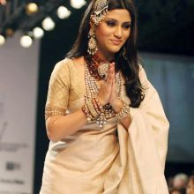 {Amrapali Collection at IIJW 2010}